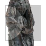 """Simeone Lai (su disegno di Salvatore Fancello), Donna seduta che ricama (metà anni Trenta), terracotta da stampo patinata """"a freddo"""", h.26 cm."""
